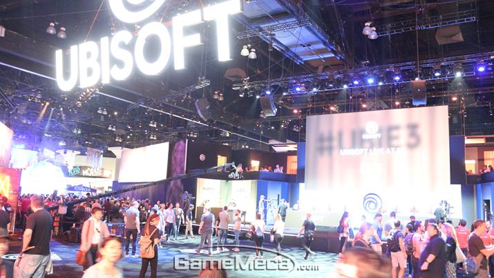 컨퍼런스에서 존재감을 드러낸 유비소프트 부스 (사진: 게임메카 촬영)