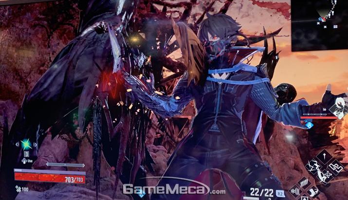 흡혈 공격과 동료 시스템은 개발진의 전작 '갓 이터' 시리즈에서 따왔다고 한다 (사진: 게임메카 촬영)