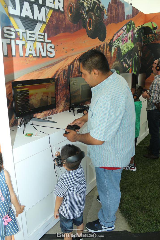E3 게임쇼는 기본적으로 만 17세 미만 출입을 금하지만, 이 곳은 야외이므로 어린이도 즐길 수 있다 (사진: 게임메카 촬영)