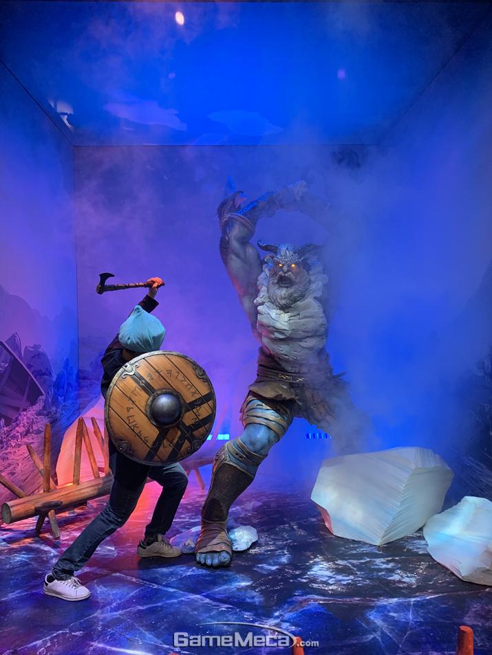 지나가는 데 어떤 야만인이 날 습격하길래 맞서 싸웠어! 슬라임은 강하다구! (사진: 슬라임 촬영)