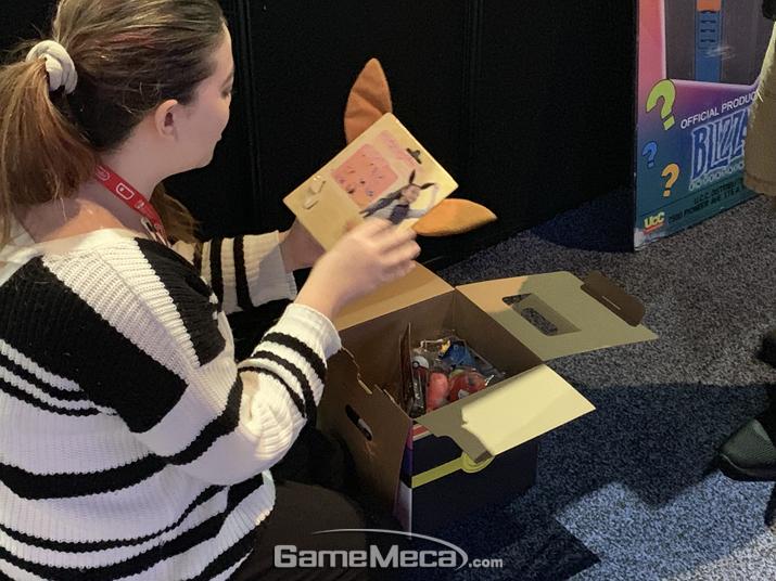 오버워치 상자를 샀는데 이브이 머리띠가 나왔어...... (사진: 게임메카 촬영)