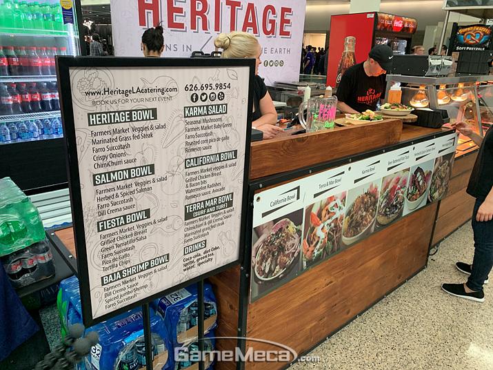 뭔가 건강에 좋아 보이는 야채&샐러드 보울 파는 곳도 있습니다 (사진: 게임메카 촬영)