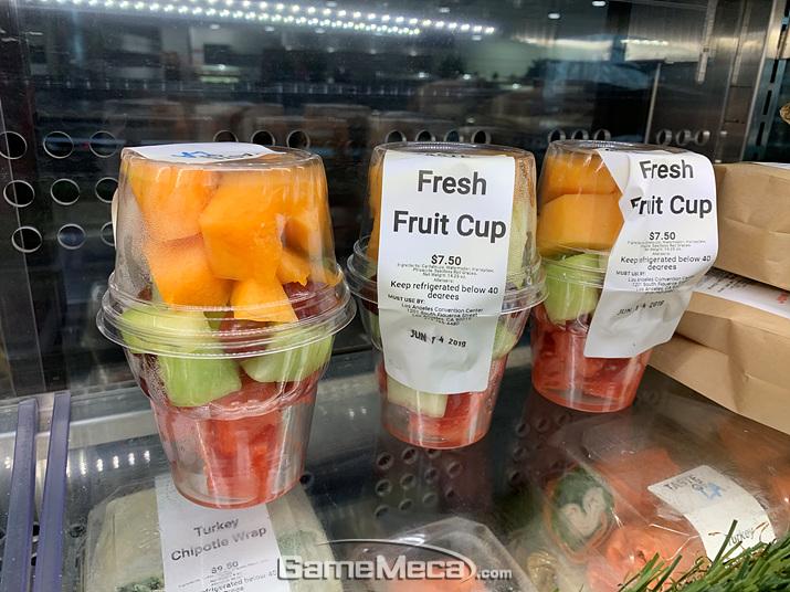 한입 과일들도 있습니다 (사진: 게임메카 촬영)