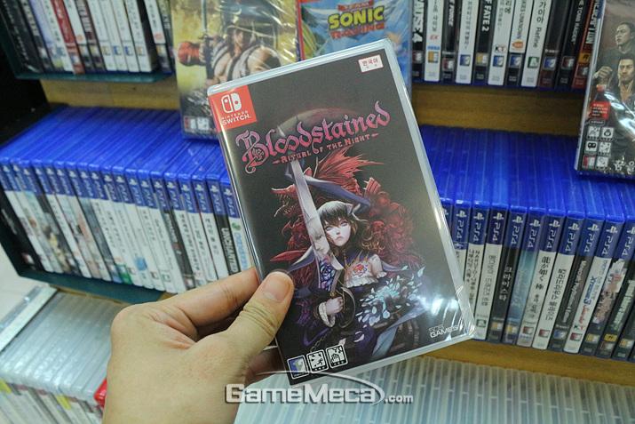 그나마 닌텐도 스위치 버전 '블러드 스테인드'는 꽤 남아있었으나, PS4 버전은 어느 곳을 가도 재고가 없다는 말 뿐이었다