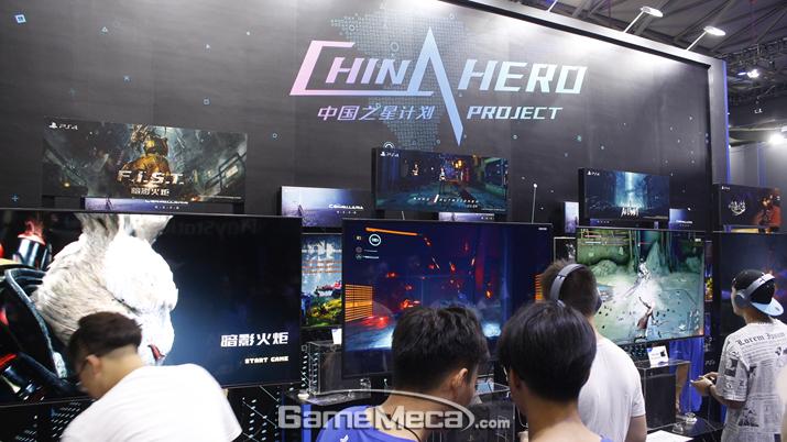 이 곳은 중국 개발사가 제작하는 PS4 게임 '차이나프로젝트' 시연회장. 가장 많은 사람들이 몰려 있었다 (사진: 게임메카 촬영)