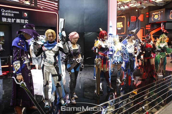 유저 행사인 코스프레도 열리고 있다 (사진: 게임메카 촬영)