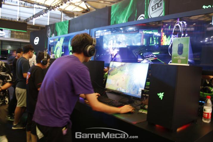 레이저도 하드웨어 협력업체로 참가했다 (사진: 게임메카 촬영)