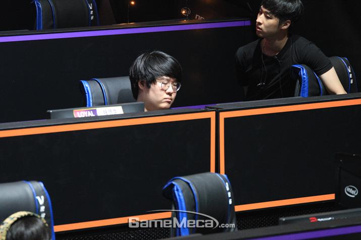 강력한 개인기량을 선보인 LOYAL 소속선수 전병현 (사진: 게임메카 촬영)