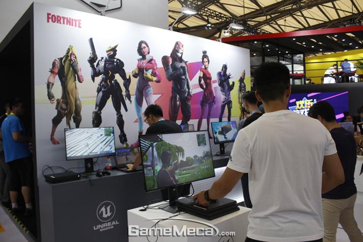 에픽게임즈 대표 게임 포트나이트도 전시돼 있다 (사진: 게임메카 촬영)