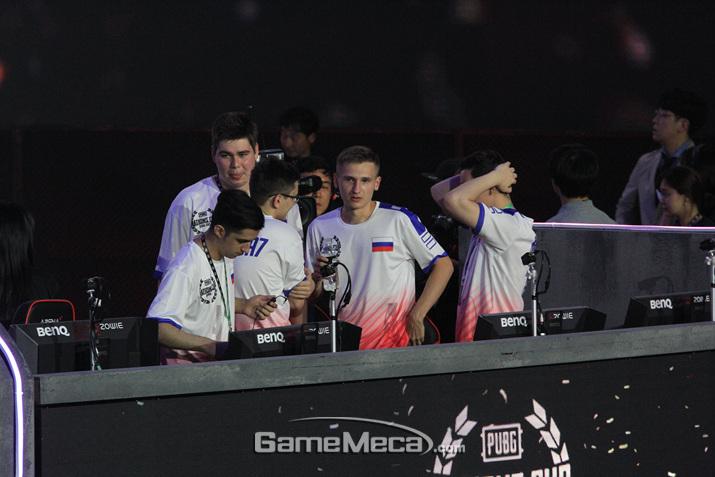 러시아 팀이 우승이 확정된 이후 좋아하고 있는 모습 (사진: 게임메카 촬영)