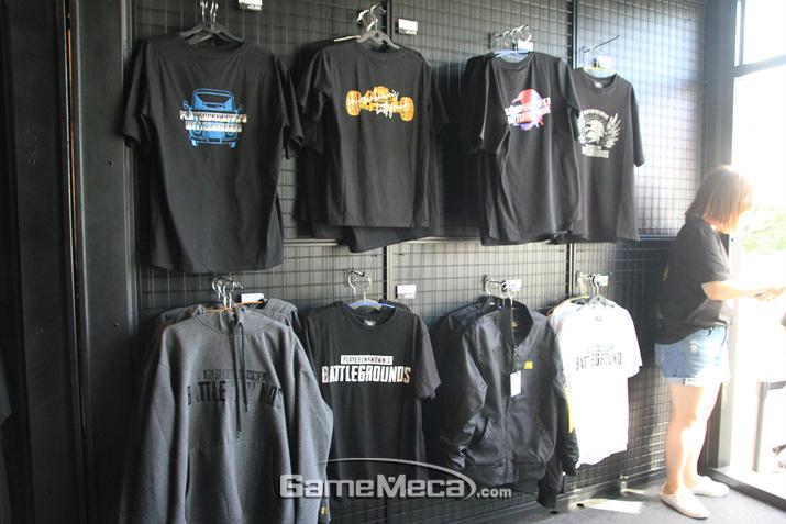 티셔츠는 없으면 안되는 필수품 (사진: 게임메카 촬영)