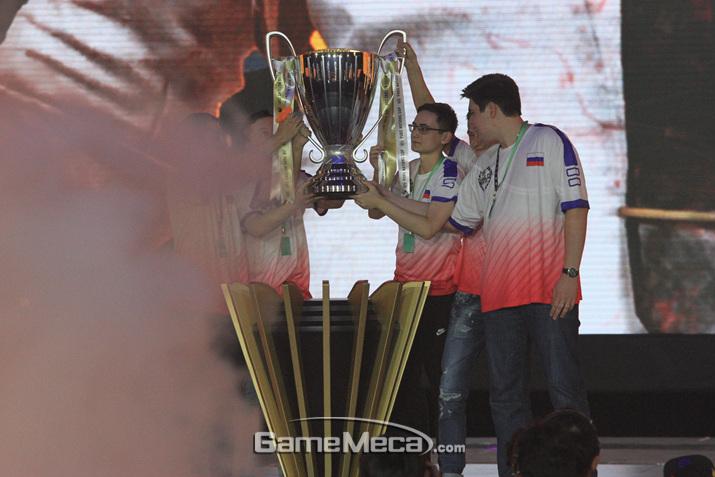 우승을 차지한 러시아 선수 (사진: 게임메카 촬영)