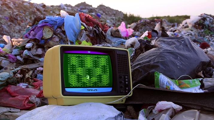 E.T. 게임에 대한 이미지를 단적으로 나타낸다 (사진출처: '아타리: 게임 오버' 다큐멘터리 갈무리)