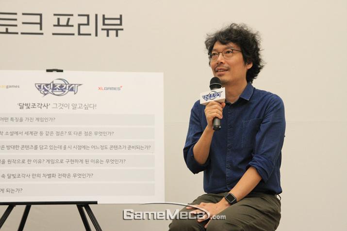 게임 '달빛조각사'에 대해 설명하는 송재경 대표 (사진: 게임메카 촬영)