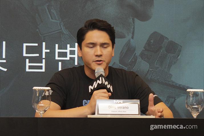 번역 관련해서 질문을 전달받지 못 한 인피니티 워드 디노 베라노 프로듀서 (사진: 게임메카 촬영)