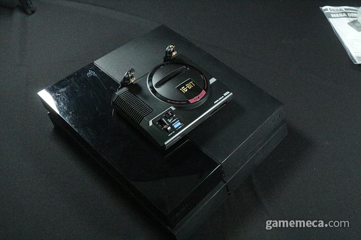 PS4와의 크기 비교!