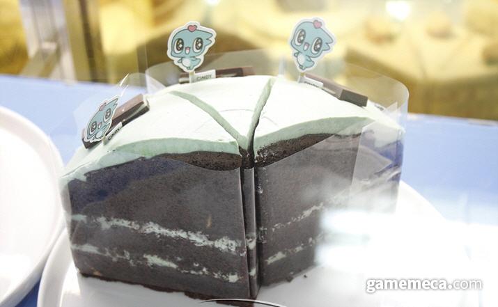 현실 세계에서도 민트초코를 적극적으로 홍보하는 '신디', 사진은 작년 9월 오픈했던 '스푼즈 카페'의 민트초코 케잌이다 (사진: 게임메카 촬영)