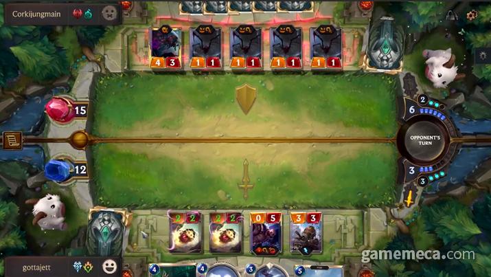 전장에 정확히 공격과 방어턴이 드러나 있지만 (사진출처: 게임 공식 소개 영상 갈무리)