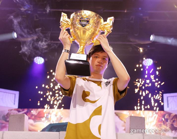 SWC 2019 우승컵의 주인공은 중국의 '레스트'였다 (사진제공: 컴투스)