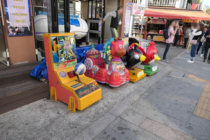 부모님 손 잡고 놀러나온 어린이들을 위한 아기자기한 게임들