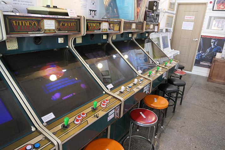 옛날 오락실에 있던 고전 비디오 게임을 외관까지 그대로!
