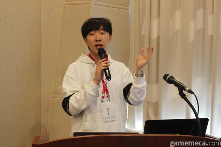 해킹앱과의 전쟁을 주제로 강연을 한 NHN 강민수 연구원 (사진: 게임메카 촬영)