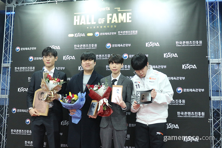 다시 한번 포토월 앞에 모인 선수들 (사진: 게임메카 촬영)