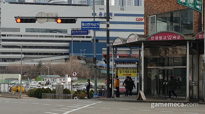 코로나19 확산으로 게임 매장에도 비상이 걸렸다 (사진: 게임메카 촬영)