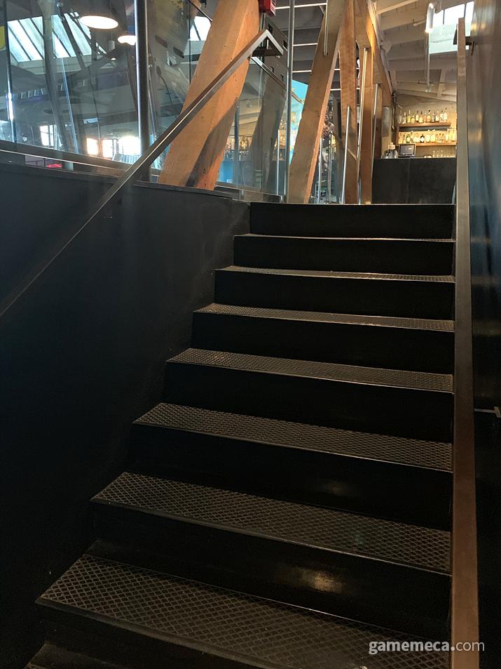 2층 올라가는 계단