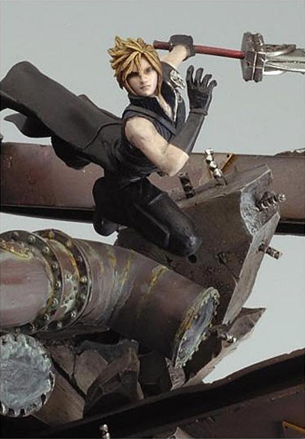 스퀘어에닉스 FF7 AC 레진 피규어. 2006년 출시된 영화 어드벤트 칠드런(AC)의 클라우드로, 그래픽에 맞춘 외모향상이 이루어졌다 (사진출처: 아미아미 홈페이지)