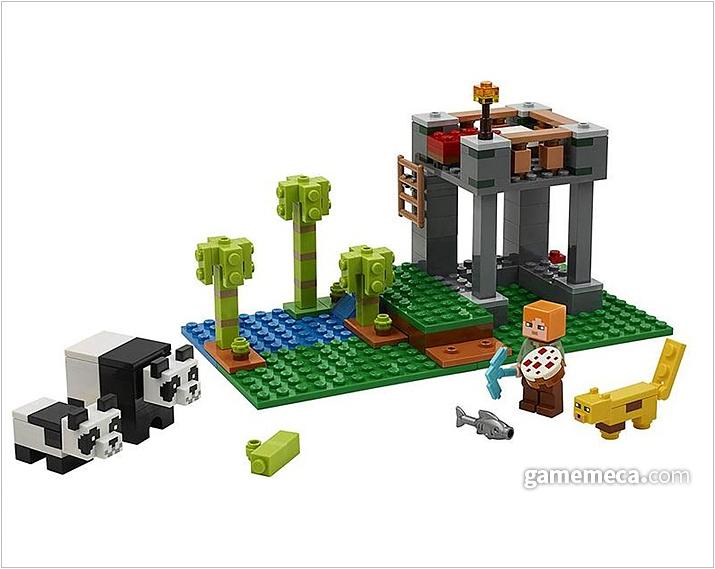 팬더를 사육하기 위한 양식장 빌딩 세트. 게임에서 블록을 쌓는 감각을 그대로 현실로 담았다 (사진출처: 마인크래프트 공식 샵)