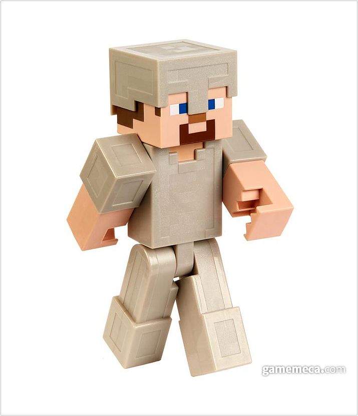스티브의 철갑버전. 블럭으로만 구성되어 단순하지만 캐릭터의 특징이 살아 있다 (사진출처: 마인크래프트 공식 샵)