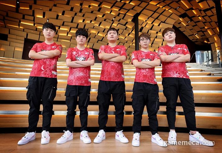 안타깝게도 대전상대가 2020년 서머 시즌 내내 본인들을 괴롭혔던 징동게이밍이다 (사진출처: 롤e스포츠 공식 홈페이지)