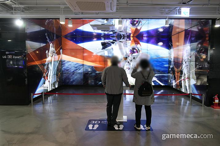 3D안경을 쓰고 실감 넘치는 거대한 화면을 느껴 보자
