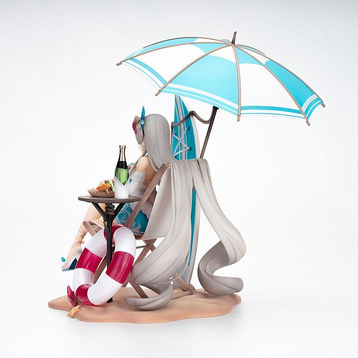 머리카락이 의자에 걸쳐있는게 의외의 개그포인트. 소품 역시 세밀하게 제작됐다 (사진출처: 아미아미 홈페이지)