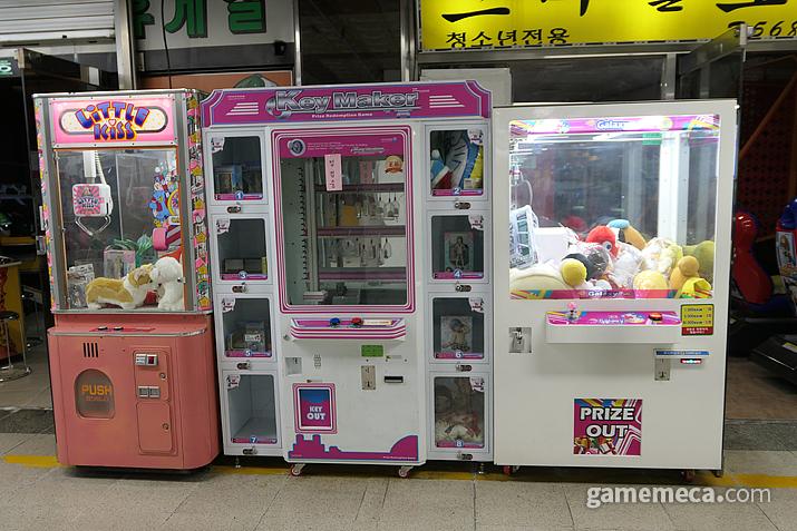 매장 입구에 설치되어 있는 경품 게임기