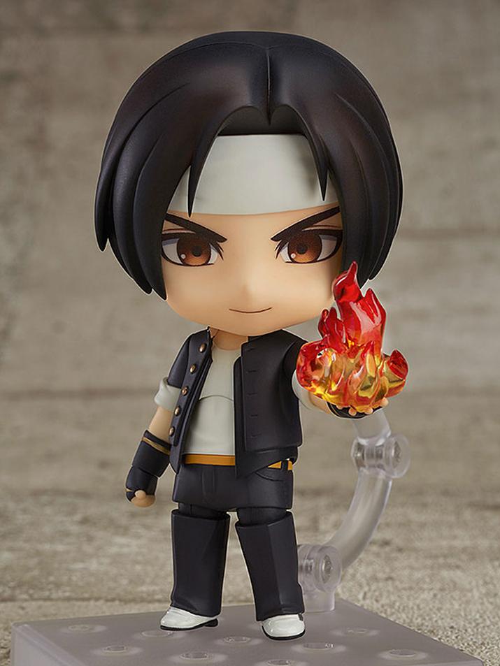 KOF 오리지널 캐릭터이자 초대 주인공인 쿠사나기 쿄. 클래식버전 답게 초기 복장이 구현되어 있다 (사진출처: AMIAMI 홈페이지)