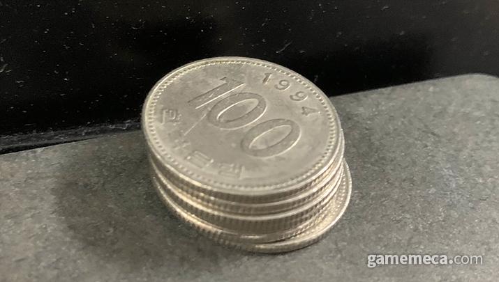 동전을 잔뜩 쌓아놓고 게임기를 전세내는 행동은 매너가 아니다 (사진: 게임메카 촬영)
