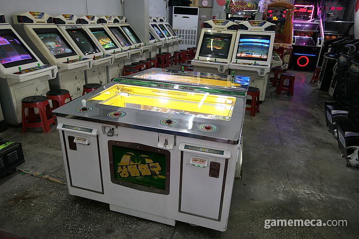 곳곳에 설치되어 있는 조금은 낡은 경품 게임기