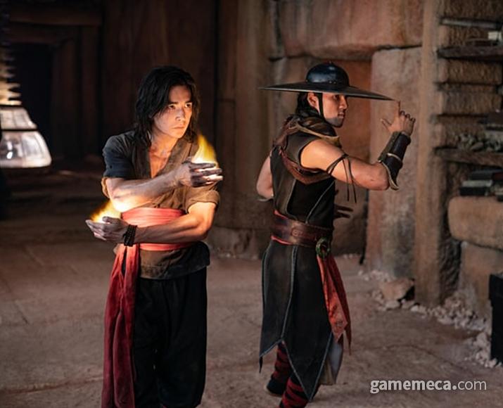 왠지 약해 보이는 리우 캉과 쿵 라오 (사진출처: 워너브라더스 공식 홈페이지)