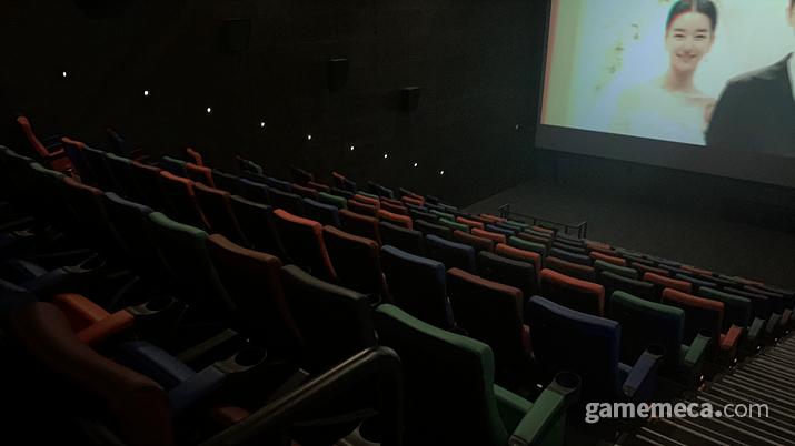 평일 오전이라 사람이 없어서 혼자 환호하며 영화를 볼 수 있었다 (사진: 게임메카 촬영)