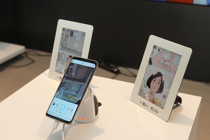 행사장 입구에 마련된 스노우 앱 제2의 나라 필터 참여 부스