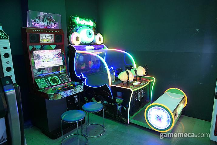 이니셜D와 손펌프 비트온, 그리고 체감형 슈팅 게임 '스냅 좀비'
