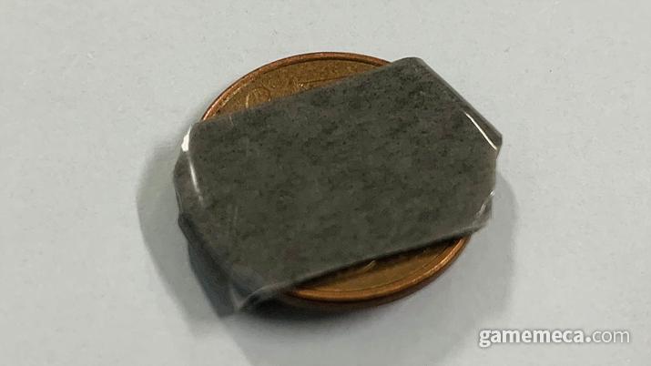 동전에 테이프를 감아 무게나 크기를 늘리는 고전적 방법인데, 문제가 커져 뉴스에도 나왔다 (사진: 게임메카 촬영)