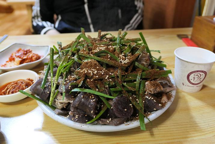 이 어마어마한 순대 한 접시가 서비스..!? (사진: 게임메카 촬영)