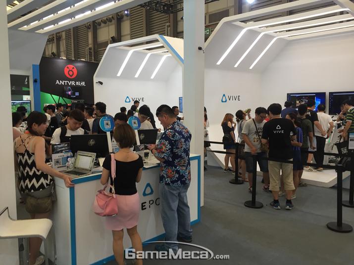 스마트폰이나 PC 연결이 필요없는 독립형 VR 기기를 '차이나조이'에서 발표한 HTC