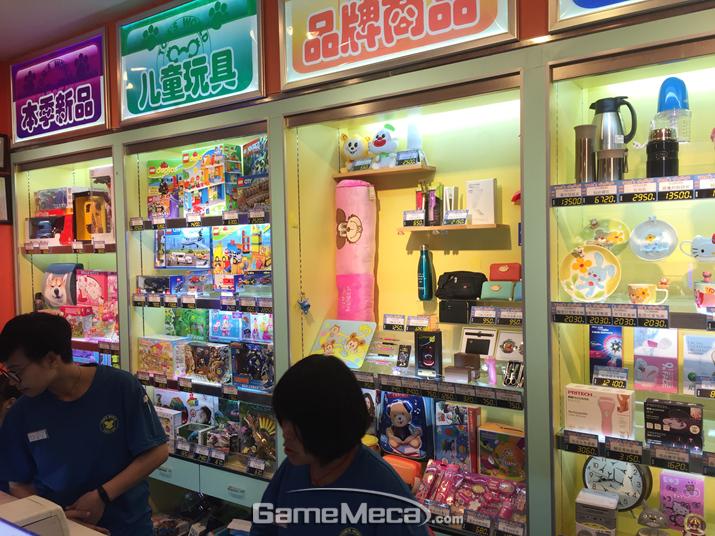 (사진13) 쿠폰으로 교환 가능한 다양한 상품이 전시돼 있다