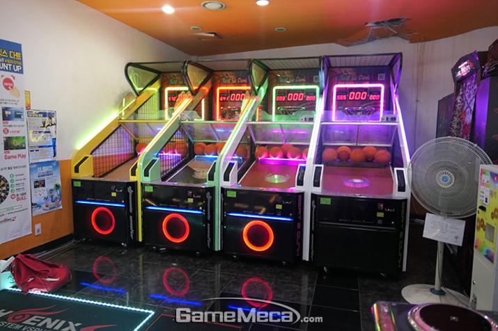 누구나 쉽게 이용할 수 있는 가벼운 게임, 다트와 농구 (사진제공: Ryunan)