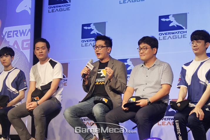기자들의 질문에 답변하는 케빈 추 대표 (사진출처: 게임메카 촬영)