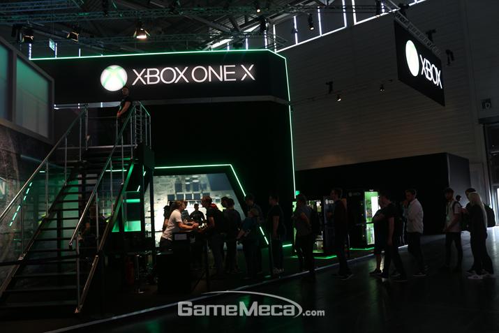 이에 질쏘냐! 강력한 Xbox One X를 내세운 MS 부스가!